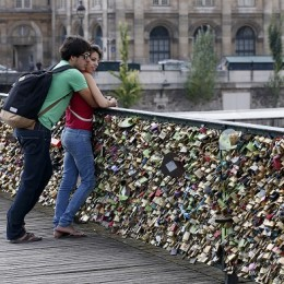 Romance on the bridge