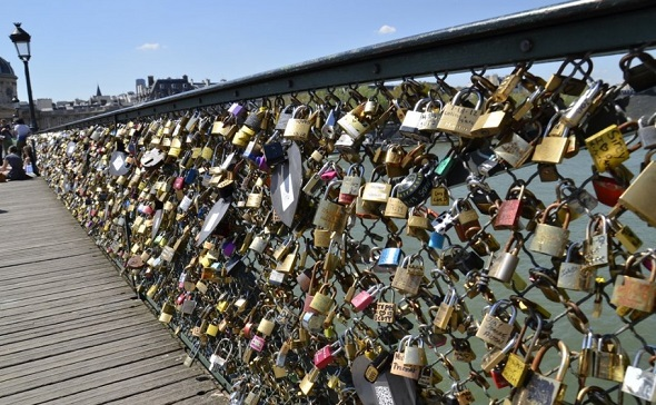 Love locks on Pont de Arts